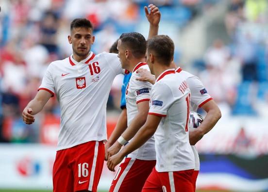โปแลนด์ พบ สโลวะเกีย-ชูมือดีใจ